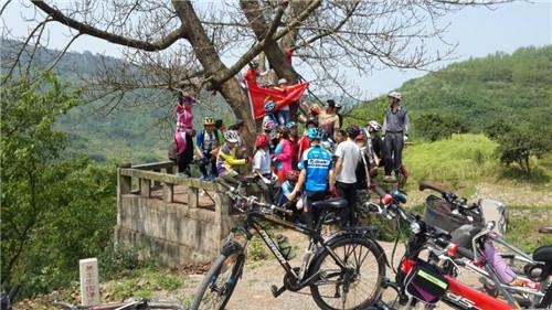 四团物业公司组织员工 骑车自动车活动